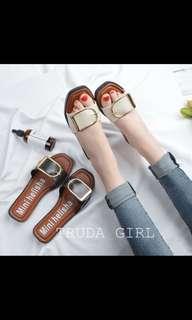 🚚 米色拖鞋