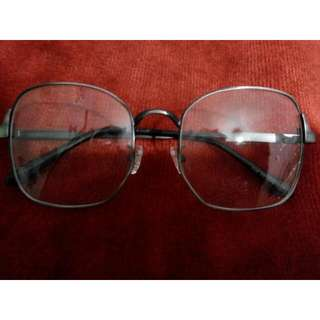 Kacamata segi 6