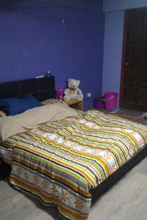 SERAGOON NORTH MASTER ROOM BLK 145,$750,AIR-CON,WIFI,NEAR MRT STATION,CALL 948766179 NO AGENT FEES!