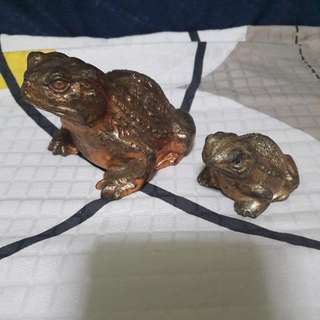 (Reserved)    Chung khiaw Bank Paper Weight  Big & Medium Size Frog