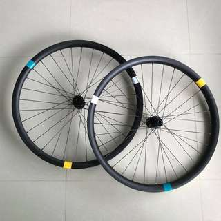 Light Bicycle Asymmetric Carbon  MTB Wheelset 27.5 with DT Swiss 240s Boost Hubs