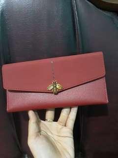 Dompet merah maron