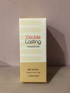 Double Lasting Foundation: Natural Beige