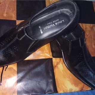 Pantofel pria LV