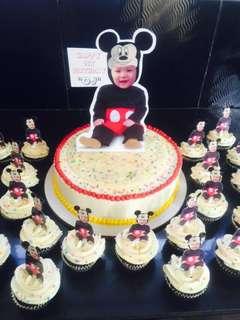 Customize cake and cupcakes