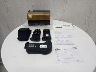 NIKON MB-D12 BATTERY POWER PACK FOR D800, D800E