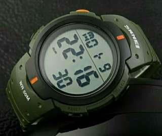 多功能電子表 戶外運動腕錶