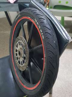 Rim and tyre (maxxis)
