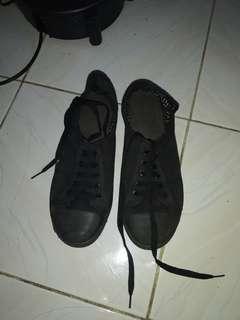 Sepatu New Look