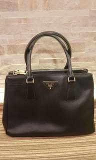 AUTHENTIC PRADA SAFFIANO LEATHER TOTE BAG - IN BLACK