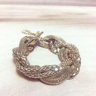 🚚 現貨「時尚寬版金屬網面交錯手鏈手環」