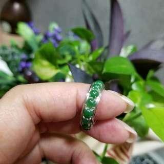 🍀翡翠小綠蛋18K白金混身戒指🍀 高貴大方👍完美帝皇綠裸石鑲嵌😍