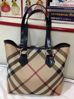 💯 Authentic BURBERRY Nova Check Tote Bag