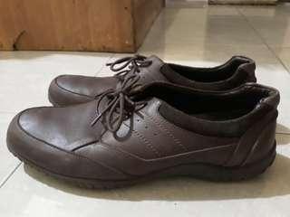 Sepatu play boy