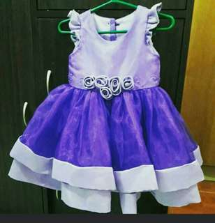 Baby's gown with free terno clip
