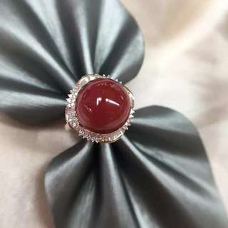 日本阿卡牛血紅珊瑚戒指吊墜兩用款戒指 顏色品相如圖美麗!十八千金豪華鑲嵌天然鑽石 雍容華貴!精緻美麗!秒殺價¥40999