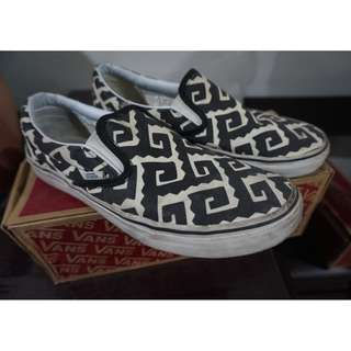 For Sale Preloved Vans Slip-On / Van Doren BLack Gro Tribe For Men