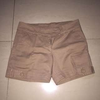 Celana pendek coklat