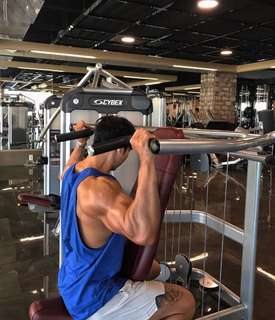 Looking for a regular male gym buddy & mentor (w fees)