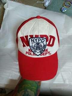 Topi Trucker NYPD City Of New York (N.Y/New York Police Departement) Original Since 1982 Designed Korea, made in China kondisi 97% sangat mulus seperti baru, warna sangat pekat utuh aman,bahan masih kaku