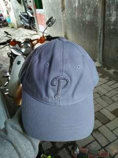 Topi MLB/Baseball Philadelphia Phillies original import -untuk cewek. untuk cowok kecewek-cewek'an juga bisa -Kondisi 97% sangat mulus warna sangat pekat,bahan masih kaku -kon - size: S-M/all size -material logo bordiran,di padukan dengan manik manik