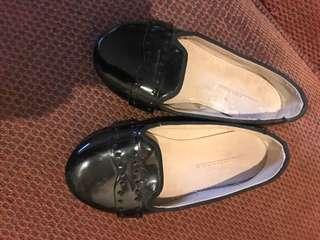Sepatu zara no 25