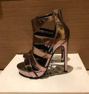 🚚 STEVE MADDEN 金屬色羅馬高跟鞋
