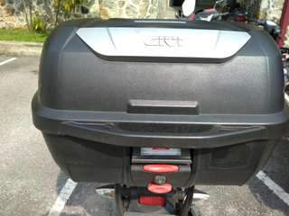 Givi Box 43L (Mulebox) + Givi HRV Racking System V4