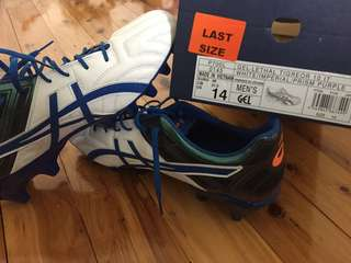 ASICS BOOTS!! BEAND NEW!!! Size14