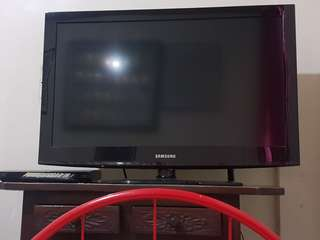 """Samsung LCD 32"""" and Sony Bluray player"""