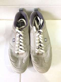 DC SNEAKERS UK 43 WARNA CREAM #MauSupreme