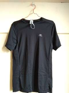 Decathlon RUN DRY MEN'S RUNNING T-SHIRT Black - Atasan cowo