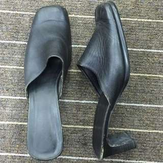 Letgo CHEAP‼️ Hush Puppies leather #MidSep50