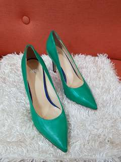 Authentic Inniu Two Toned Leather Pointed Pumps Size 36 1/2