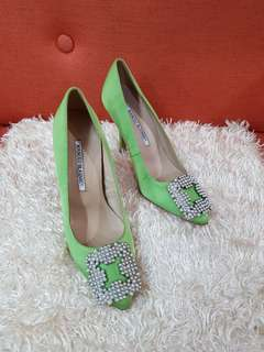 Authentic Manolo Blahnik Hangisi In Pearl Kiwi Satin Color Pumps Size 35