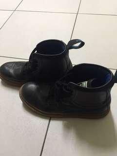 🚚 Puma靴子