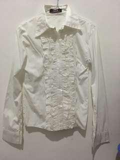 Kemeja putih renda