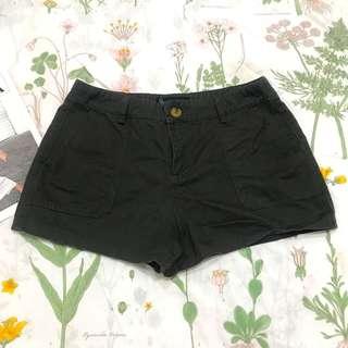 🚚 黑綠色修腿短褲