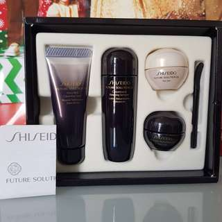 SHISEIDO FUTURE SOLUTION LX KIT 4 ITEM