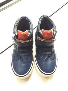 Sepatu coo gee