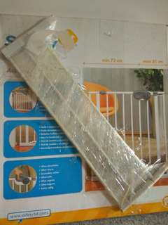 Safety gate for baby with extension