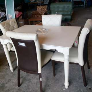 Dining set with four chairs