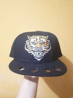Topi snapback macan
