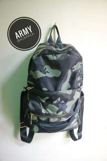 Backpack army (nego)