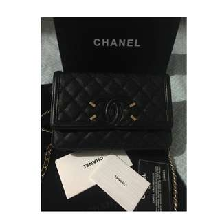 Chanel CC Filigree Grained Calfskin Wallet on chain