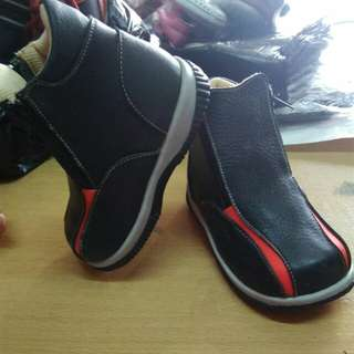 Sepatu bot resleting anak