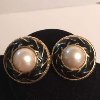 Vintage enamel faux pearl clip earrings