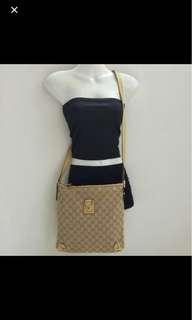 ⚀ Gucci Monogram Messenger Bag