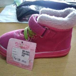 Sepatu anak merek strawberry Shortcake