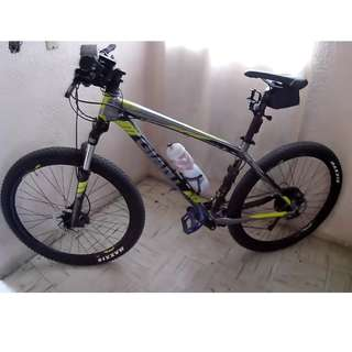 Mountain Bike - Giant Talon 4 27.5